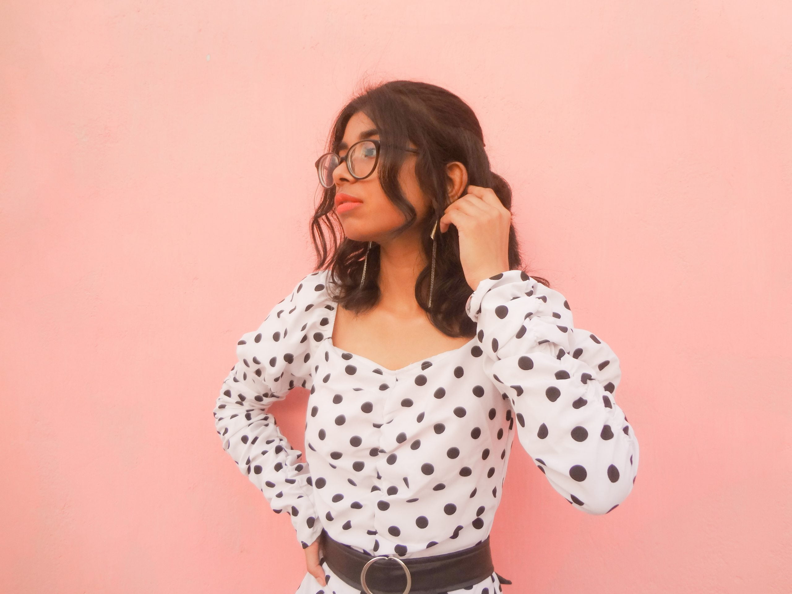 A minimalistic style inspired outfit featuring 2020 spring clothing trend of polka dots.