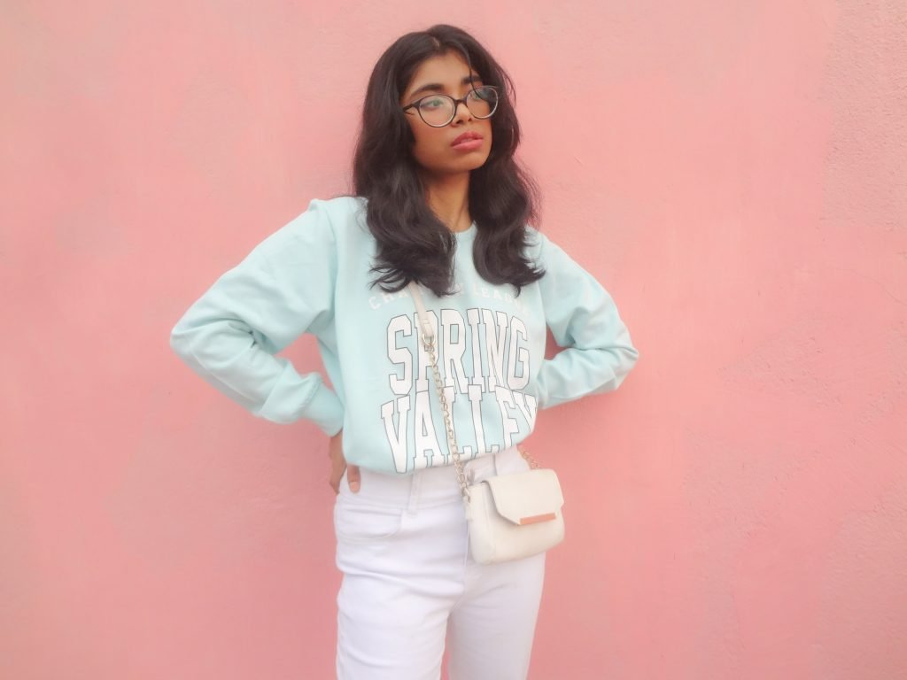 A gen z fashion blogger styling loungewear as chic street style fashion: the fashion rule to break that sweats are only for lounging purpose.
